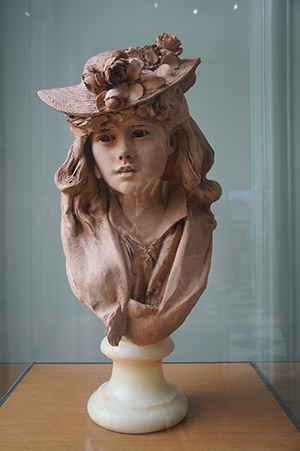 羅丹美術館內美麗的作品,帶著花帽的女孩