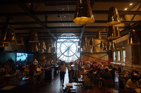 奧塞美術館5樓餐廳與大鐘,鐘樓是熱門的觀景點與拍照點
