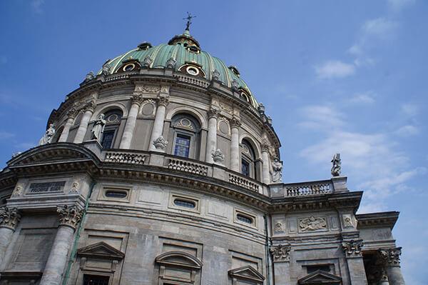 腓特列教堂跨度31米的藍綠色大穹頂!十分壯觀。