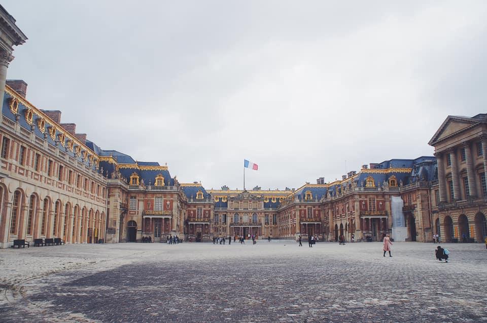 凡爾賽宮,瑪麗皇后從凡爾賽宮遷移到巴黎古監獄,見證法國皇室的興衰。