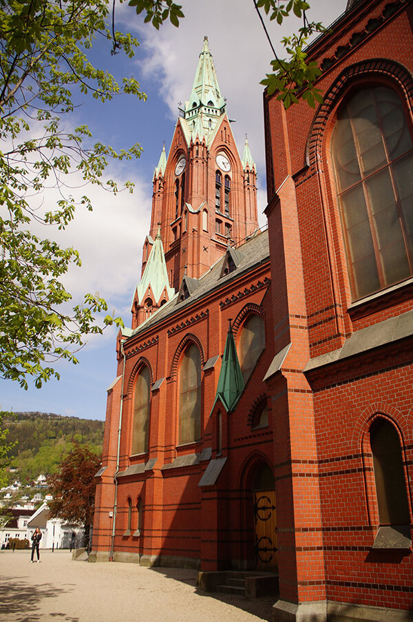 卑爾根,配色對比鮮明的大教堂!