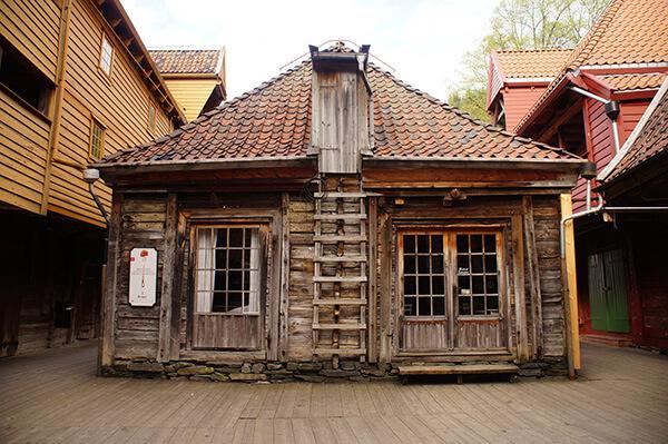 布呂根彩色房子後方,別有洞天,到處可見到這樣的中世紀木造建築!