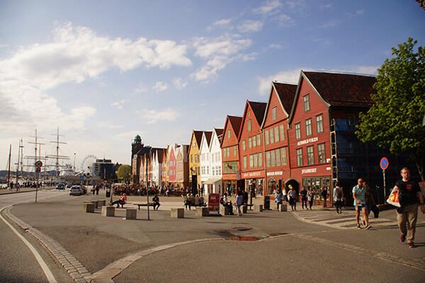 港灣旁邊著名的彩色小房子!布呂根遺址。