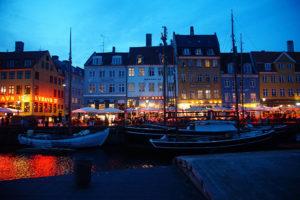 夜晚的哥本哈根新港