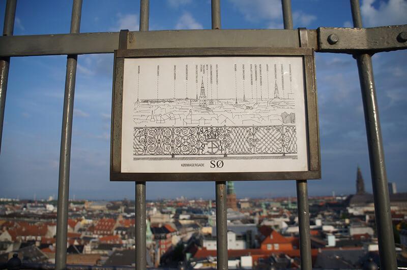 圓塔瞭望台,各方位的風景解說圖。