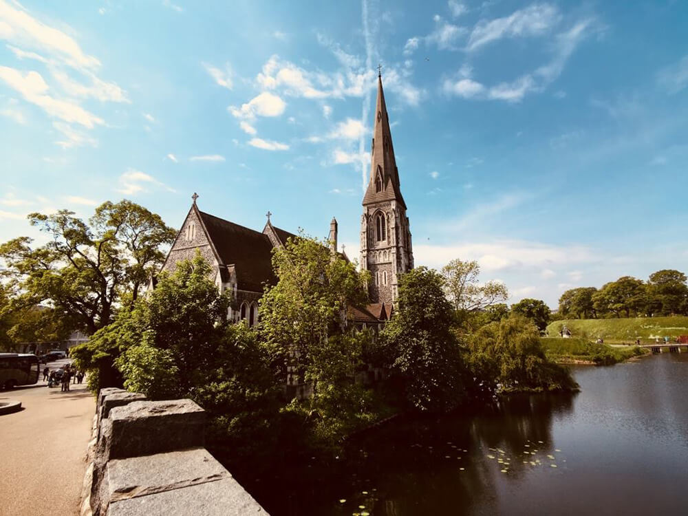 微貓認為映著水面遠拍出來的教堂景緻最為迷人,你覺得呢?