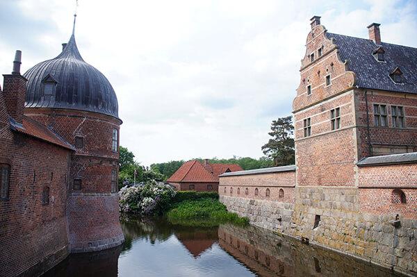 回程腓特烈堡護城河,洋蔥小屋頂好可愛!