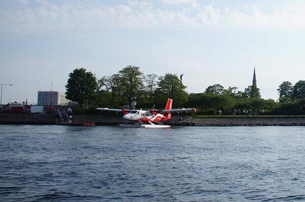 運河遊船之旅,遇見水上飛機起飛!