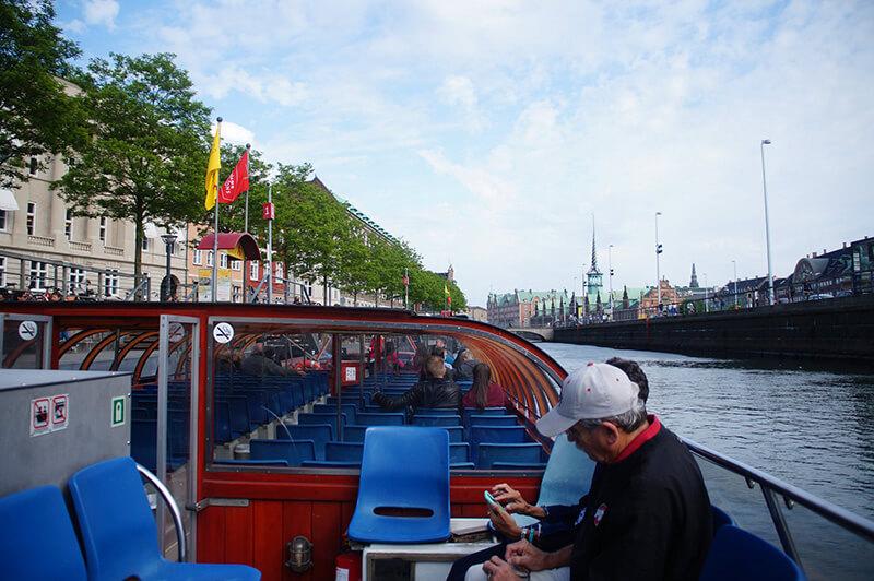 運河遊船,船尾是拍照好位置!