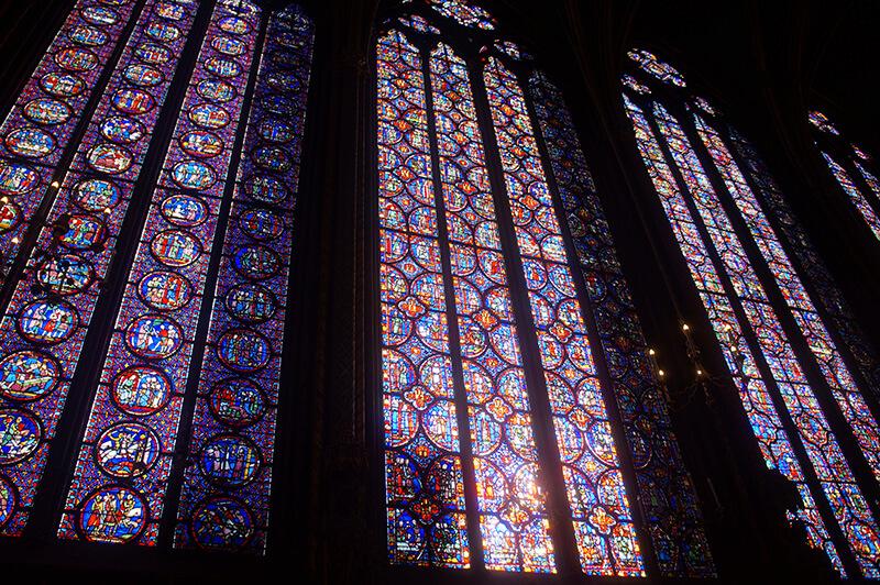 15公尺高的彩繪玻璃窗
