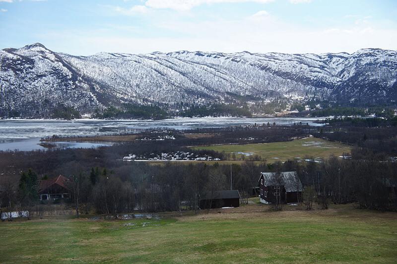 沿途風景,白色山脈漸漸出現。
