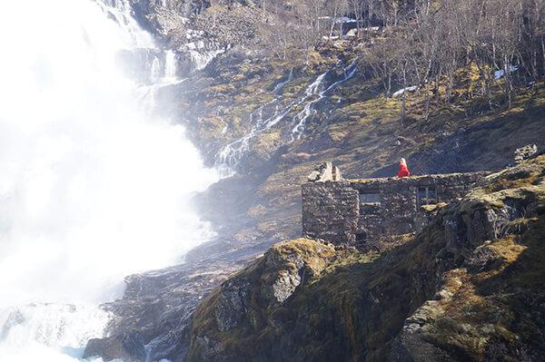 世界最美鐵路之飛瀑表演