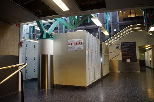 挪威奧斯陸火車站的自助置物櫃區域。