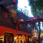 圖:TIVOLI樂園,暗色調的洛可可華麗風,就是電影裡常出現的歐風樂園,好熱鬧。