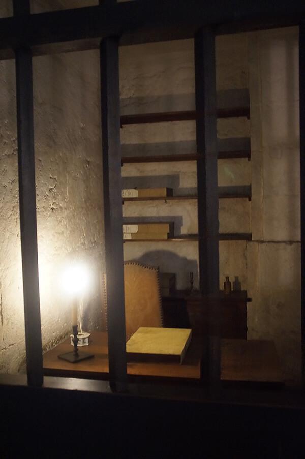 巴黎古監獄,牢房一景。