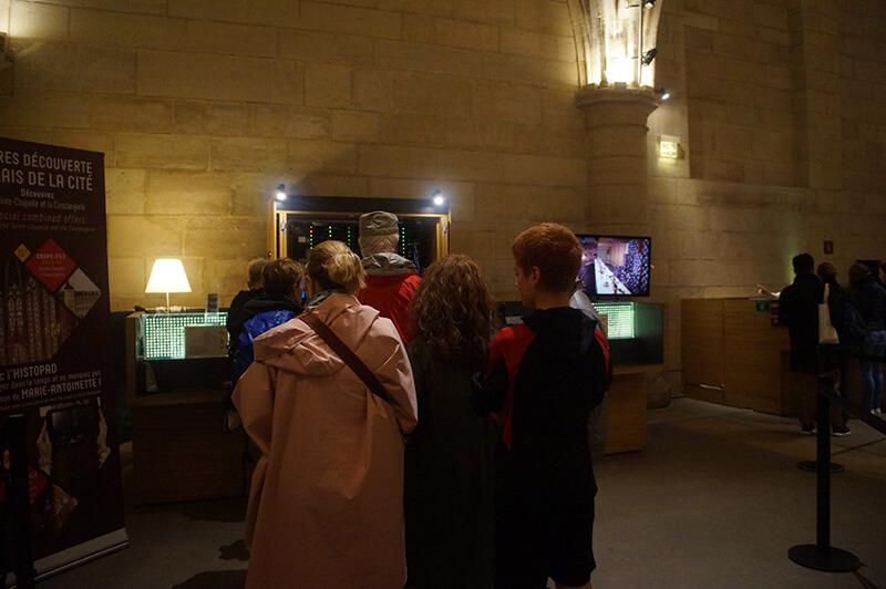 巴黎古監獄,不太需要排隊的購票隊伍,輕鬆買到博物館通行証