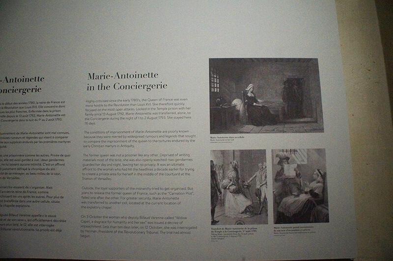 瑪麗安東尼皇后在巴黎古監獄的說明展板,描述其在巴黎古監獄的生活。
