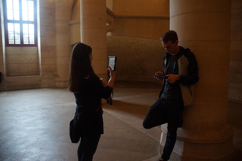 巴黎古監獄,AR擴增實境景點,現場各式各樣尋寶的旅人。