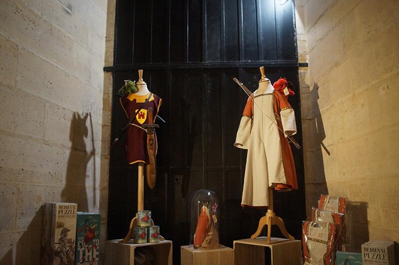 巴黎古監獄紀念品,小朋友的公主裝、騎士裝