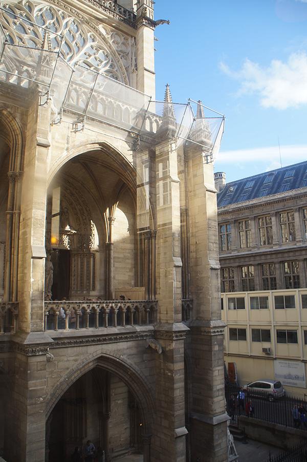 巴黎司法宮隔壁,聖徒禮拜堂二樓陽台樣貌
