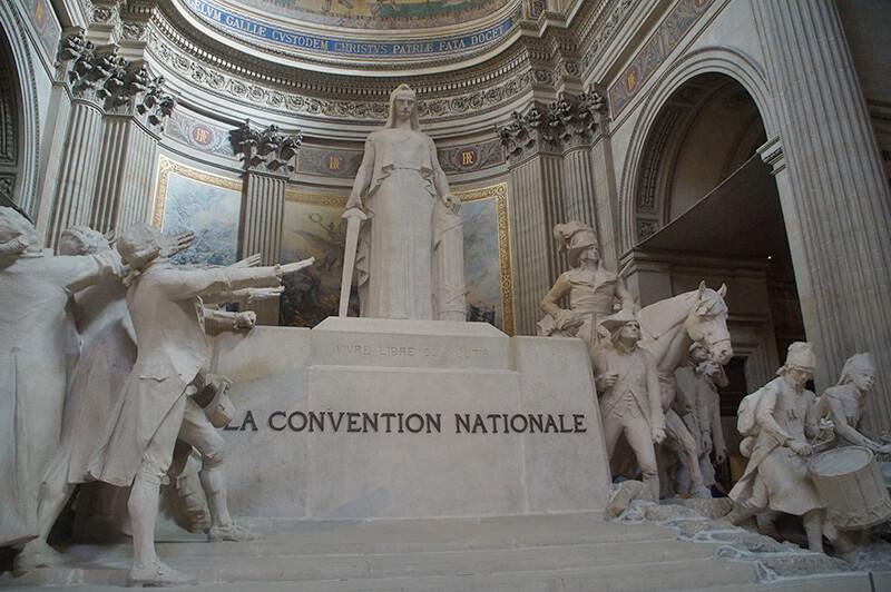 萬神殿中央的大型雕塑作品