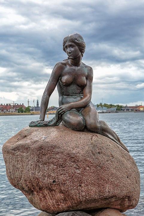 哥本哈根小美人魚雕像。@維基百科。