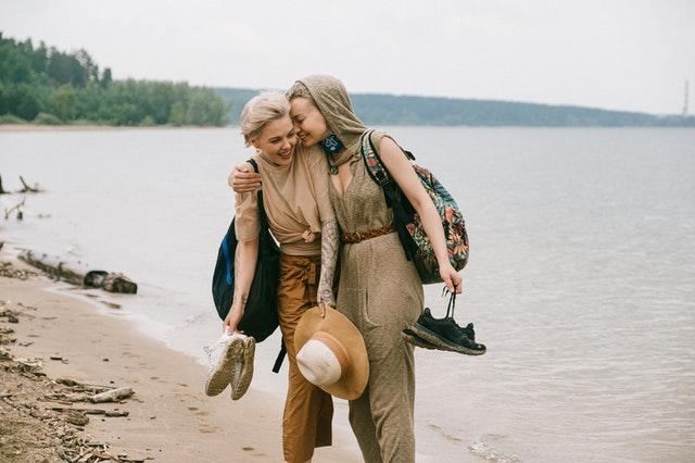 友情過往的回憶都珍貴,就算現在心走散了,留個台階,未來也可能會再開心重逢。