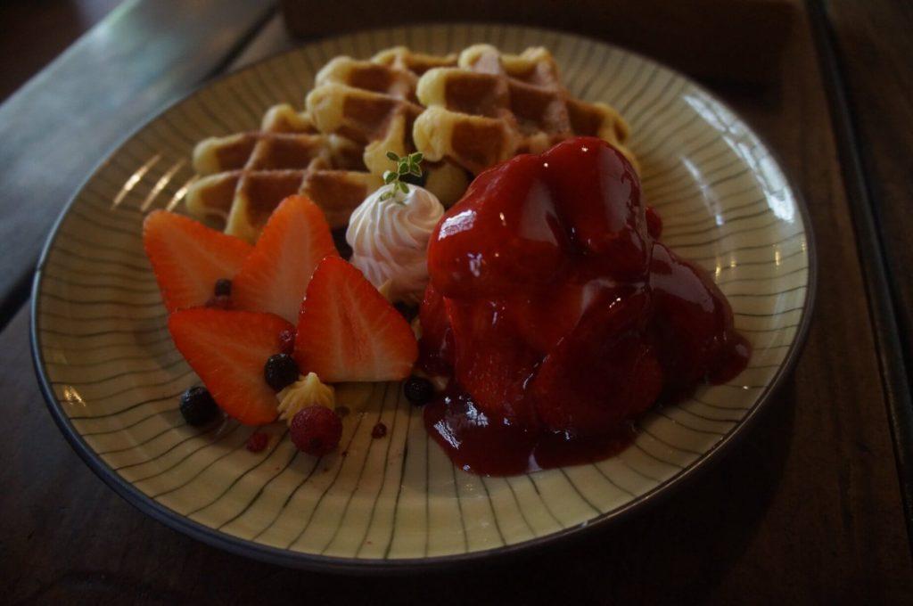 美味的草莓繽紛鬆餅