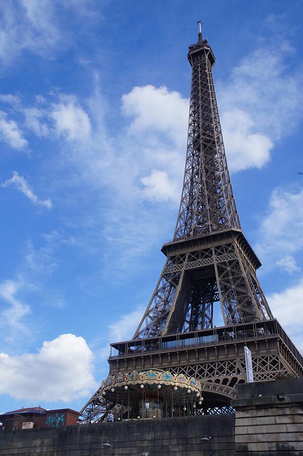 巴黎鐵塔與旋轉木馬兒。