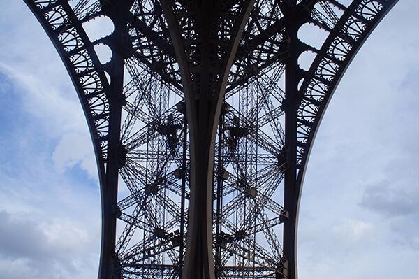 鐵塔下方才能瞥見的結構之美