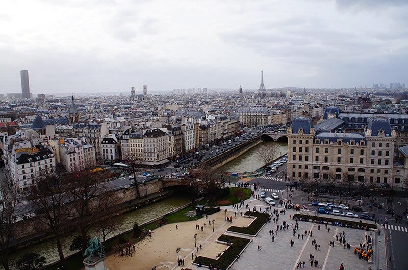 巴黎聖母院的塔樓風光,眺望巴黎鐵塔