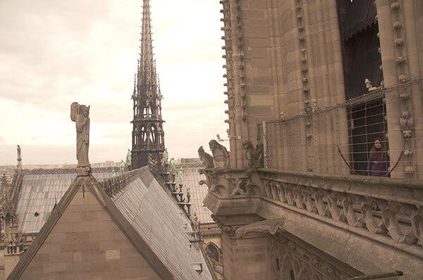 巴黎聖母院與怪獸