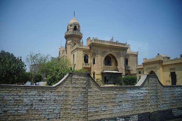 很像是廟宇之類的建築,看見造型奇特就拍了下來。
