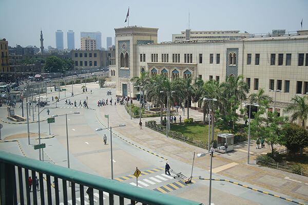 埃及火車站到了!