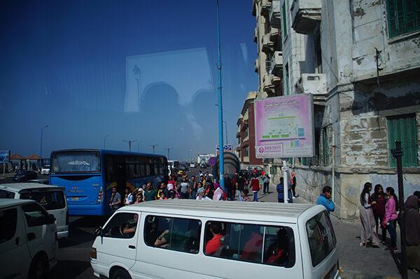 擁擠的人車一個轉彎,乾淨的藍天大海出現了!!yes!!!
