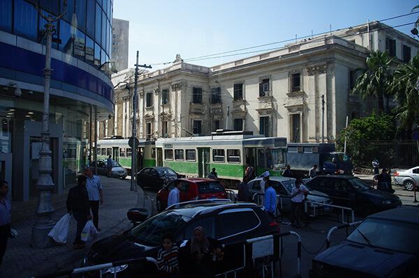 亞歷山大另一側轉角遇見綠色電車!