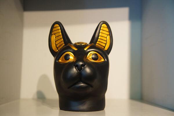 不解釋XD就是像貓像黑豹的神祇。
