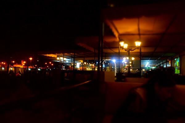 黑夜中的點點星光。