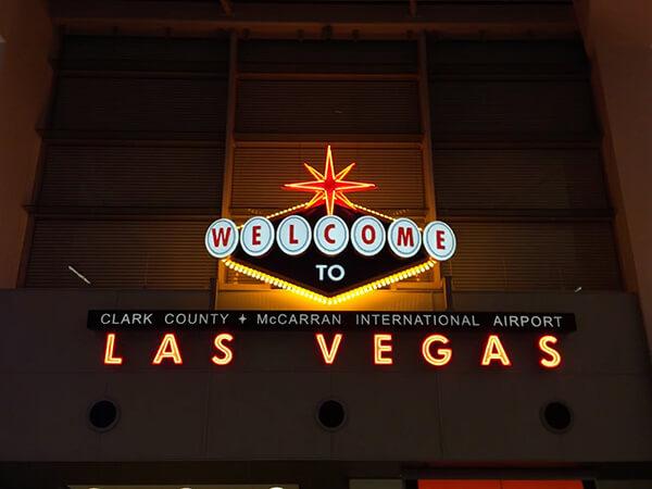 lasvegas機場歡迎標誌,違背「投資原則」的買股,就是賭。