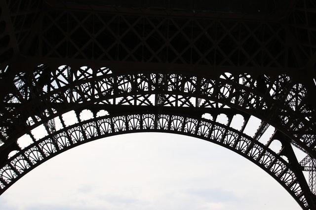 巴黎鐵塔美麗的裙擺線條