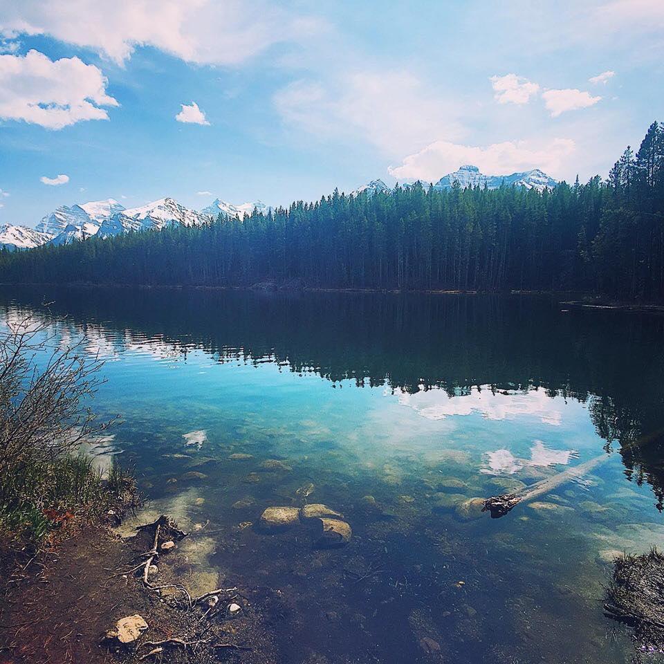 洛磯山脈,HERBERT LAKE。異地生活,讓我們看見人生的更多可能性。
