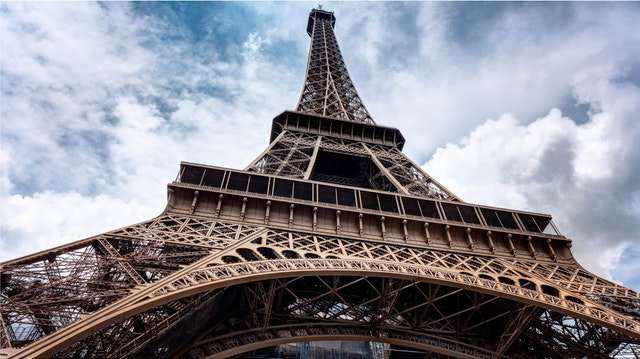 你也想登頂巴黎鐵塔嗎?