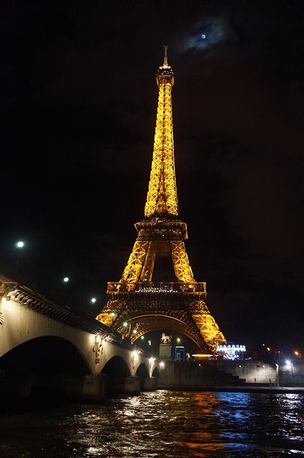 站在塞納河畔看巴黎鐵塔,又是不同的視角