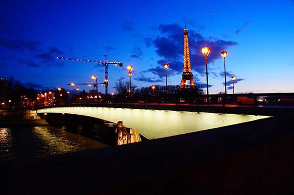 巴黎遊船登船處,望見的巴黎鐵塔