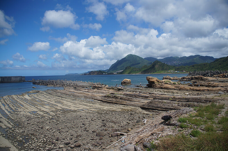 潮境公園停好車後的第一眼,就被震撼住的奇特岩石景觀。