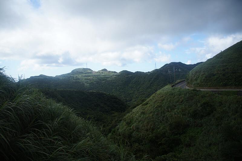 瞬間暗下來的山景,又是不同的樣貌。