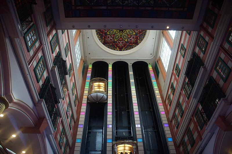 星夢郵輪7樓中央大廳向上看的樣子!非常歐風氣派!