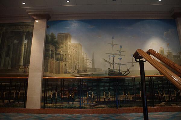 7樓樓梯壁畫,每一層都有不同的裝飾與風景,頗用心。