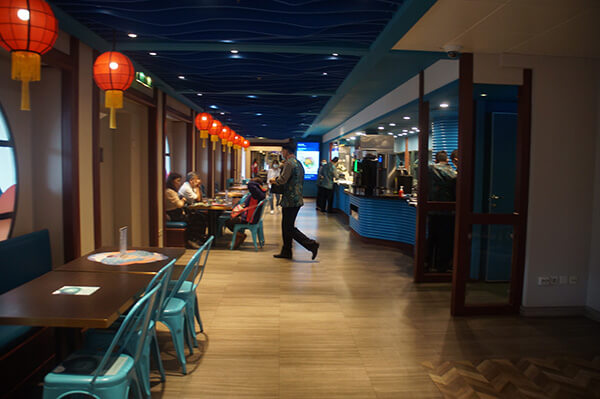 藍湖餐廳美食,就像是百貨公司美食街!