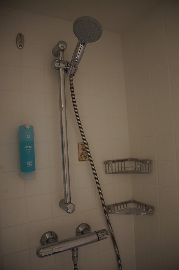 乾淨的淋浴間。